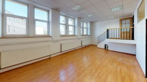 Atypický prostor – Celé patro s kancelářemi celkem 215m2 – vlastní vstup – 1.patro